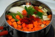 Agregar las verduras a las lentejas