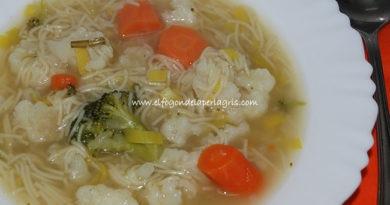 Sopa de verduras con brócoli y fideosSopa de verduras con brócoli y fideos