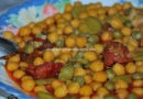Garbanzos con guisantes y chorizo